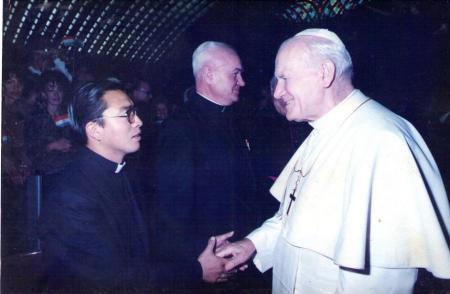 Padre José Chuquillanqui y Papa Juan Pablo II