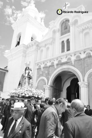 Virgen del Rosario saliendo de la Iglesia de Jauja