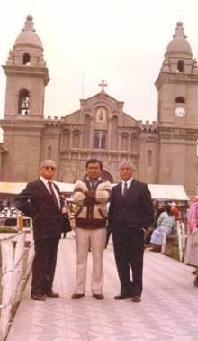 Dario Núñez junto a los hermanos Contreras Sosa