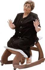 Gonzáles en silla diván