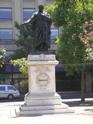 Monumento de Diego Portales, atrás del Palacio de la Moneda