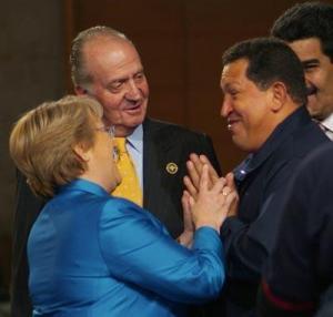 En la foto la anfitriona y los protagonistas, cuando la Cumbre aún pasaba desapercibida