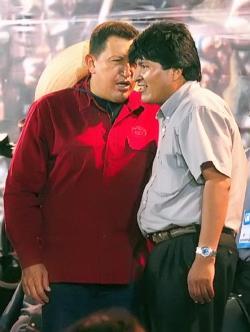 Mandatario boliviano Hugo Chávez..., perdón, Evo Morales, haciendo una política internacional a imagen y semejanza de su par venezolano