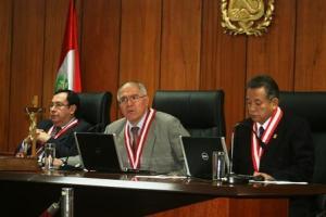 Vocales supremos Víctor Prado Saldarriaga, César San Martín  y Hugo Príncipe Trujillo, los jueces que condenaron a Fujimori