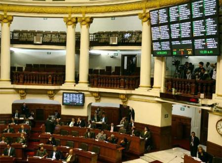 El Congreso peruano en plena votación. Fuente: www.elpais.com