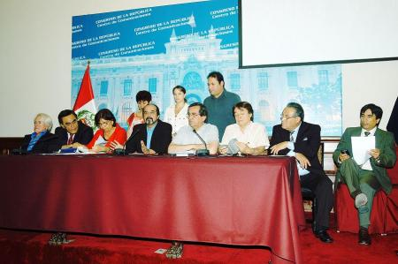 Conferencia de prensa brindada por bancada aprista. Fuente: www.congreso.gob.pe