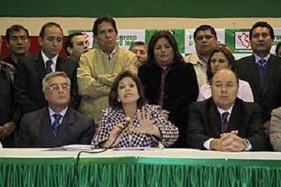 Lourdes Flores reconociendo su nueva derrota electoral. Fuente: www.diariolaprimeraperu.com