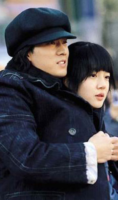 Moo Hyuk, su gorro y su chica