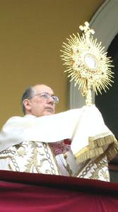 cardenal juan luis cipriani adoración eucarística krouillong karla rouillon