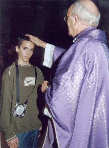 imposicion de escapulario virgen del carmen krouillong karla rouillon gallangos no recibas la eucaristia en la mano