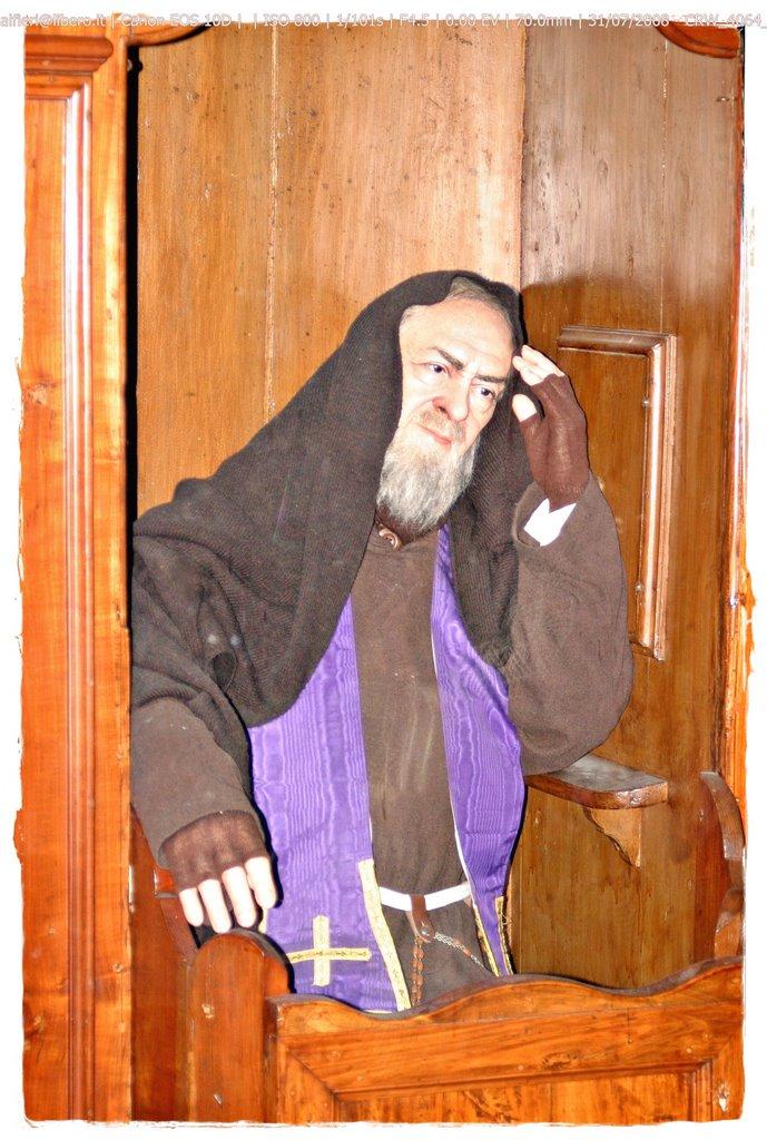 santo padre pio milagros consejos krouillong karla rouillon gallangos yo no recibo la eucaristia en la mano yo no recibo la comunion en la mano no recibas la eucaristia en la mano no recibas a jesus en la mano20150222-padre_pio_2.jpg