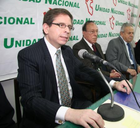Dr. Mario Castillo Freyre