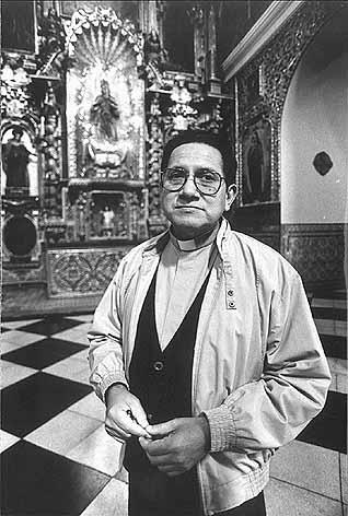 Guillermo Villalobos SJ