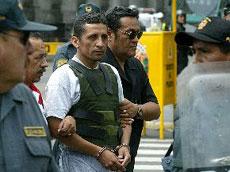 Imagen de Antauro Humala detenido. Fuente: http://www.adonde.com/noticias-peru/fotos2008/0328antauro.jpg