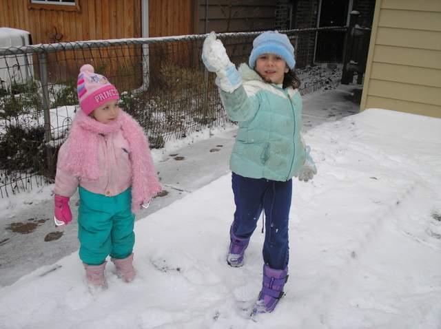 Lucía y Ana en la nieve