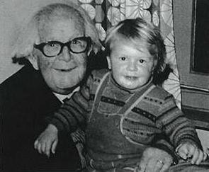 Piaget con niño