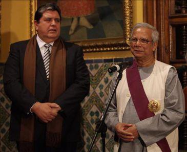 Condecoracion a Yunus