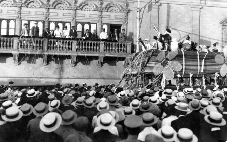Carnaval en la Pza. de Armas de Lima
