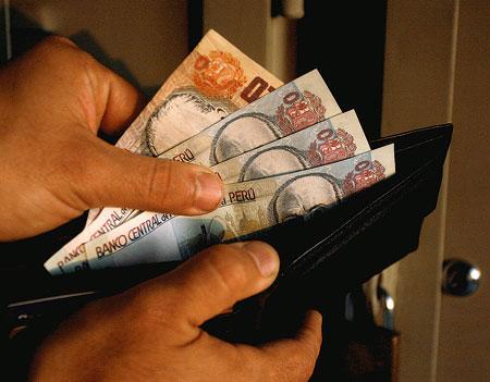 20120721-gratificaciones-billetera-billetes-de-100.jpg