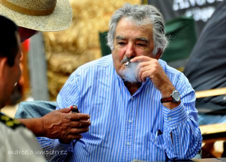 20131211-mujicafumando.jpg