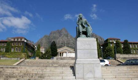 20150312-estatua_de_cecil_rhodes_en_la_universidad_de_el_cabo_sudafrica.jpg