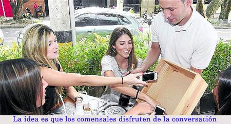 20140525-1_celulares_restaurante.jpg