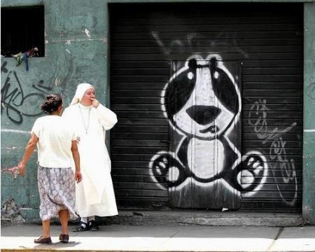 El oso en una pared de las entrañas de Lima. Foto Richard Hirano, El Comercio.