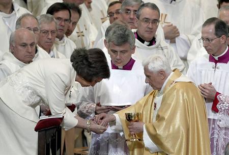 20110524-comunion en la mano.jpg