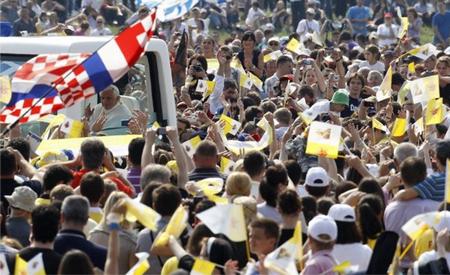20110609-pope cracia.jpg
