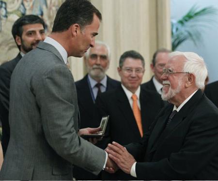 20110922-El-jesuita-Bartomeu-Melia-recibe-el-premio-Bartolome-de-las-Casas.jpg