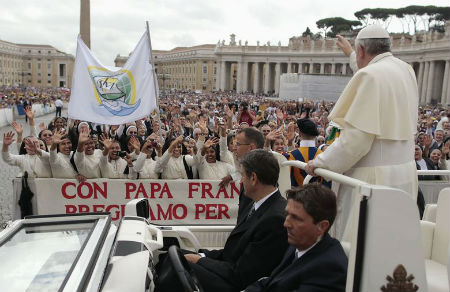 Papa Francisco: Una Iglesia madre que no cierra la puerta a ninguno de sus hijos