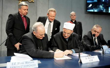 Católicos, anglicanos y musulmanes firman acuerdo contra el tráfico de personas