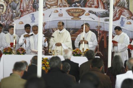 Misa PUCP - Padre Felipe Mac Gregor