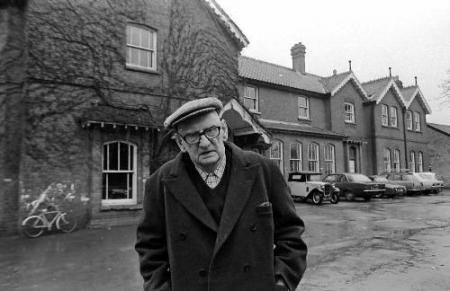 A.S. Neill frente a Summerhill