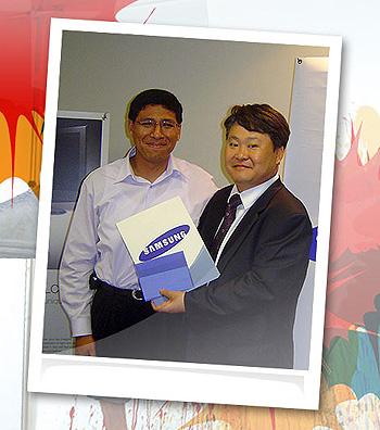 Junto al Presidente de Samsung Electronics Perú Yune Bai Park