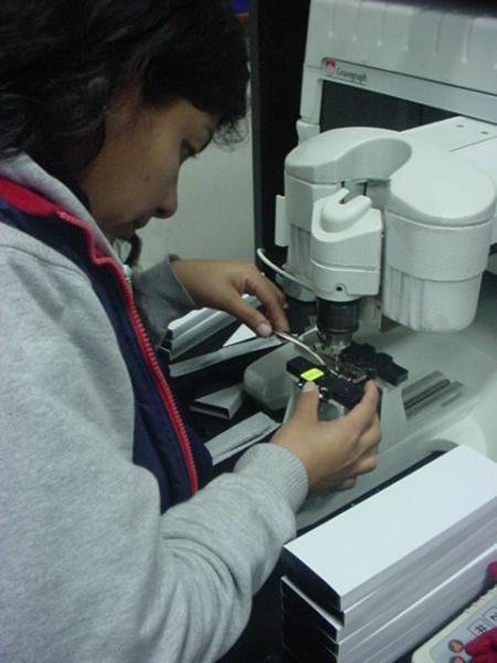 Alicia del Pilar Liendo Junchaya, PCD trabajando en Acosta Stock.