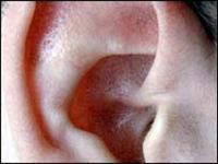 La gente sorda informa que su visión periférica es más aguda.