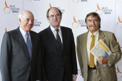 De izq. a dcha: el presidente de BBVA, Francisco González, el ministro de Educación, Angel Gabilondo, y el director de la Ruta Quetzal BBVA, Miguel de la Quadra-Salcedo.