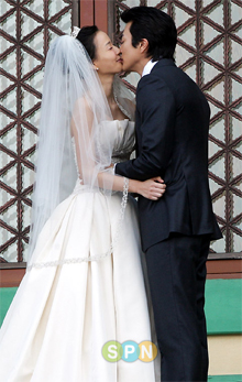 Boda de Kwon Sang Woo y Son Tae Young
