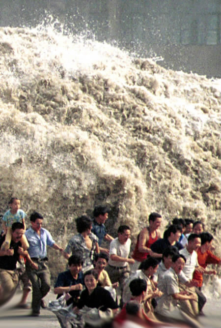 Tsunami en el mundo fuente:http://www.3mfuture.com/images/tsunami_wave_coming_now_too_late.jpg