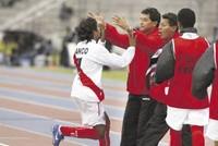 Manco abraza al entrenador Fuente:El Comercio
